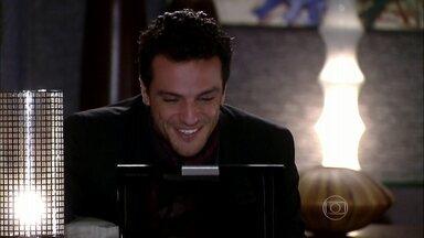 Raj conta para Maya que vai conhecer Bahuan - Ele conta para a esposa que vai para um encontro de trabalho e Maya se preocupa