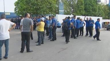 No 2º dia de paralisação, empresa tem 100% da frota parada em Manaus - Segundo empresários, falta de repasse acarretou em atraso nos salários