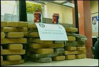 Operação da Polícia Civil prende três e apreende 49 tabletes de drogas em Petrópolis, RJ - Trio atuava em localidade do bairro Corrêas.