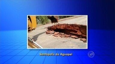 Ponte entre Santópolis do Aguapeí e Luiziânia é interditada devido à chuva - A Defesa Civil interditou uma ponte entre Santópolis do Aguapeí e Luiziânia (SP) devido à chuva de quarta-feira (9).