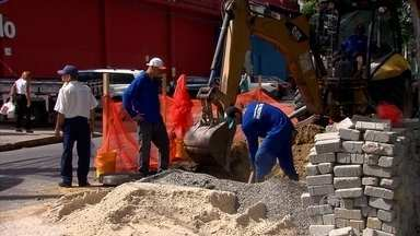 Rua do Espinheiro, no Recife, tem faixa interditada por quatro meses - Intervenção na drenagem da rua pretende solucionar alagamentos,