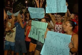 Moradores do bairro Marambaia protestam contra insegurança e bloqueiam trânsito - Um adolescente de 16 anos foi morto na última terça-feira (8), no bairro.