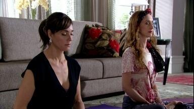 Melissa medita com a ajuda de Dayse - Cadore estranha ao saber que a madame medita