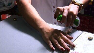 Moradores investem em repelentes para evitar dengue, chikungunya e zika, em Goiânia - População deve tomar cuidado com produto e usar somente aqueles aprovados pela vigilância sanitária.