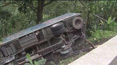 Acidente envolvendo cinco caminhões interditou a pista da descida da Anchieta - Rodovia ficou interditada por oito horas. Acidente aconteceu no km 47, sentido litoral.