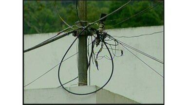 Moradores reclamam de falta de energia elétrica em escolas estaduais em Nova Friburgo, RJ - Secretaria de Estado de Educação informou que negocia o restabelecimento com a empresa de energia.