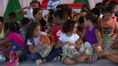 Campanha Natal Solidário da Globo Nordeste começa a entrega de presentes - Crianças do Centro Social Nossa Senhora da Ajuda, no bairro de Peixinhos, Olinda, foram as primeiras a receber os presentes arrecadados.