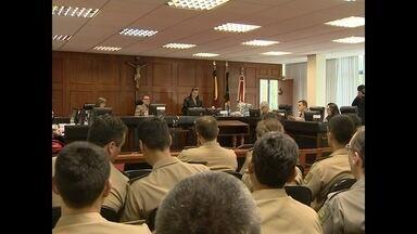 Justiça Militar decidiu aumentar penas de dois bombeiros e condenar outro - O Tribunal de Justiça Militar disse que os bombeiros deixaram de seguir regras de segurança para casas noturnas previstas em lei.