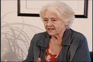 Poeta divinopolitana Adélia Prado completa 80 anos neste domingo - Ela é considerada uma das maiores poetas brasileiras e coloca Divinópolis em posição destaque no mundo literário.
