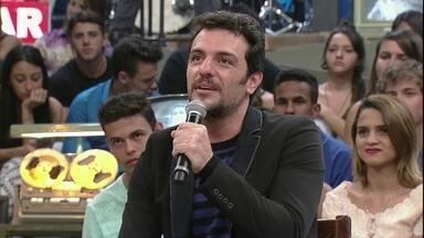 Rodrigo Lombardi comenta cena sem roupa na TV - Ator conta bastidores das gravações de 'Verdades Secretas'
