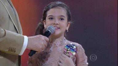 Mel Maia recebe o prêmio de Melhor Atriz Mirim de 2015 - A Felícia, de Além do Tempo, comemora e agradece os colegas de elenco