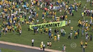 Manifestantes vão às ruas em apoio ao impeachment de Dilma Rousseff - Manifestantes a favor do impeachment da presidente foram para às ruas em 86 cidades do Brasil. O número de participantes foi menor do que o registrado nas outras manifestações.