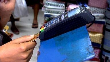 Operadoras de cartão têm 'operação de guerra' para demanda do Natal - Empresas de pagamentos eletrônicos criam sala para monitorar transações. Missão dos funcionários é dar mais agilidade às movimentações bancárias.