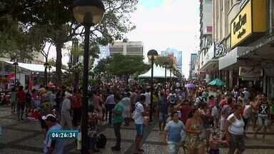 Centro de Fortaleza lota no último domingo antes do Natal - A expectativa é que em 2015 as vendas movimentem cerca de 300 milhões no comércio de Fortaleza.