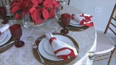 Veja dicas de decoração para mesa de Natal sem gastar muito - Faltando quatro dias para o Natal, muitas famílias juntam amigos para Ceia de Natal e para o almoço. Para tudo isso sair certinho confira dicas de como economizar na decoração.