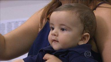 Após ter zika durante gravidez, advogada dá à luz bebê saudável em Recife - A advogada Ana Carolina Brígido Oliveira contraiu o zika vírus quando estava grávida. Seu bebê, no entanto, nasceu saudável.