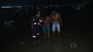 Pescadores passam dias à deriva em alto mar em um bote em PE - Eles foram resgatados e chegaram a Fortaleza na noite de Natal. Sobreviventes estão internados, se recuperando da desidratação.