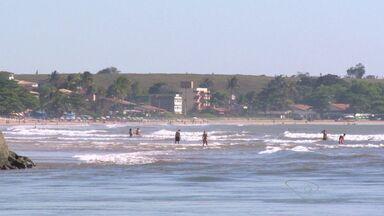 Jovem desaparece no mar, na Serra, ES - Rapaz de 19 anos entrou no mar e não retornou.