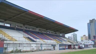 'Peladão' das estrelas reúne ídolos do esporte em partida de futebol beneficente em Itajaí - 'Peladão' das estrelas reúne ídolos do esporte em partida de futebol beneficente em Itajaí