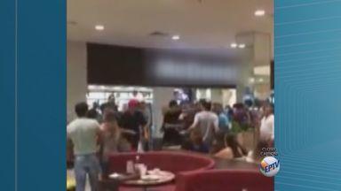 Confusão em shopping de Ribeirão Preto tem 10 adolescentes apreendidos e um ferido - Briga generalizada ocorreu no Ribeirão Shopping, em Ribeirão Preto (SP). Rapaz de 19 anos também foi levado para a delegacia na noite de sábado.