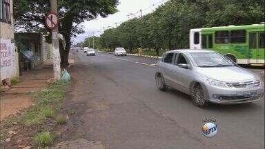 Cruzamento perigoso na zona norte de Ribeirão Preto oferece riscos - Motoristas reclamam de falta de sinalização na Avenida Brasil.