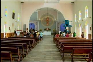 Criminosos invadem igreja Nossa Senhora da Guia em Divinópolis - Eles levaram o cofre e utensílios da cozinha.PM ainda não localizou os suspeitos do crime.