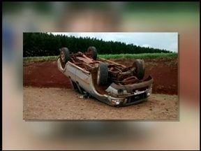 Duas pessoas feriadas em um acidente de trânsito em São José do Ouro, RS - O motorista perdeu o controle do carro.