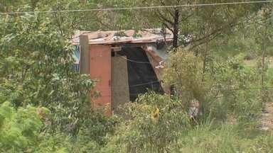 Invasão cresce às margens da EPNB - Vários barracos de madeira e lona estão sendo montados perto da UPA do Núcleo Bandeirante.