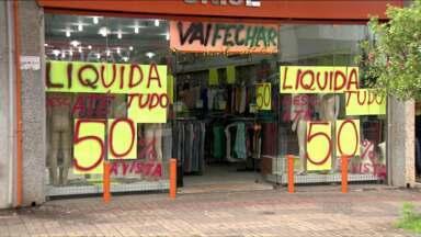 47 mil empresas fecharam as portas em 2015 no Paraná - O número é quatro vezes maior do que em 2014. No Brasil foram mais de 703 mil empresas fechadas neste ano.