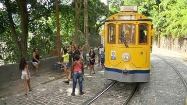 Bonde enguiça em dia de reinauguração em Santa Teresa - Passageiros ficaram a pé. Trecho voltou a funcionar entre os Largos da Carioca e dos Guimarães