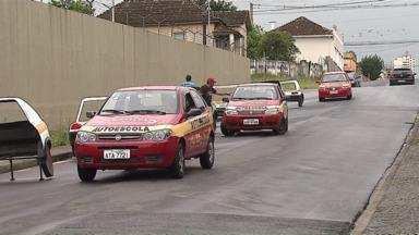 Aumenta procura por carteira de habilitação nas autoescolas de Ponta Grossa - Mais tempo disponível com férias e dinheiro extra ajudam os futuros motoristas a fugirem do reajuste dos preços