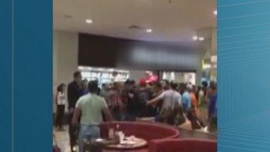 Rapaz envolvido em briga em shopping de Ribeirão Preto continua preso - Ele responderá por lesão corporal e danos.