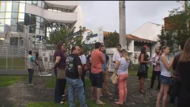 Agência afirma que cerca de 200 pessoas terão dificuldades para viajar - Interlaken, que fica em Curitiba, anunciou fechamento pelo Facebook no sábado (26). Há vários clientes lesados.