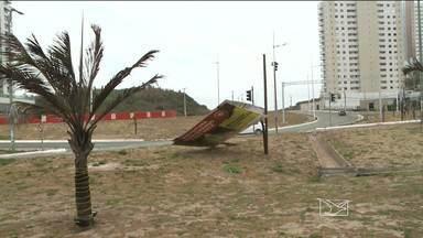 Chuva e fortes ventos causam estragos em avenidas de São Luís - Chuva e fortes ventos causam estragos em avenidas de São Luís.
