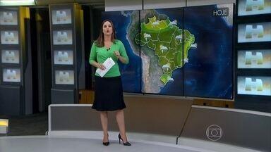 Meteorologia prevê temporais no Sul do país - O tempo fica instável, com sol e pancadas de chuva, em todo o Brasil. No Nordeste tem chance de chuva, mas nada que atrapalhe o feriado de quem está na praia. O tempo fica firme no Espírito Santo, em parte de Minas e no interior da Bahia.