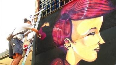 Grafite toma força nas ruas do DF em 2015 - De acordo com o artista plástico Pomb, o grafite sempre esteve presente no DF. Mas, com a efervescência da ocupação cultural das ruas, a arte do grafite começou a ser mais notada.