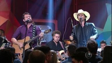 Jads & Jadson cantam 'Jeito Carinhoso' no 'Altas Horas' - Dupla agita público do 'Altas Horas'