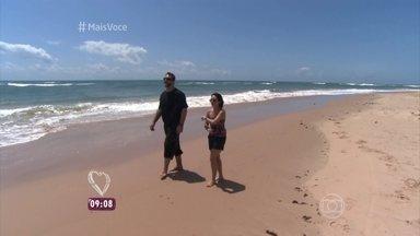 'Na Estrada': Praia Algodões virou refúgio de celebridades - Nadia e Jimmy visitam a comunidade de Piracanga, onde 220 pessoas vivem em plena comunhão com a natureza