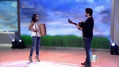 Lucy Alves e Gabriel Sater cantam 'Evidências' - Dupla está no espetáculo musical 'Nuvem de Lágrimas'