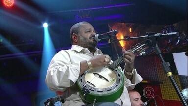 Arlindo Cruz agita 'Altas Horas' com o hit 'O Meu Lugar' - Público canta em coro com o sambista