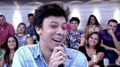 Victor Meyniel tem mais de 3 milhões de seguidores nas redes sociais - Rapaz tem apenas 18 anos e mostra que é muito bom de lábia