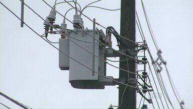 Moradores de bairros da zona sul de Maringá estão ficando sem energia - Os moradores relataram que, desde o dia 1º de janeiro, falta luz quase todas as noites.