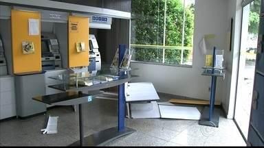 Quadrilha é presa após ataque a agência bancária em Cabreúva - Quatro homens foram presos após atacarem uma agência bancária na madrugada deste domingo (10) em Cabreúva (SP). O grupo, que saiu de Jundiaí (SP) para cometer o crime, usou ferramentas elétricas para abrir um cofre do banco, onde estavam R$ 7 mil.