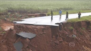 Previsão é de temporais para SP, RJ e MG - Até domingo vai chover muito, Espírito Santo e de Minas, na Bahia, entre o Piauí e o Maranhão, em alguns pontos da região Norte, incluindo o sul do Tocantins, passando por Goiás e Mato Grosso do Sul.