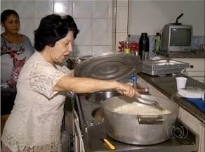 Mulher oferece jantar em tradição ao Dia de Santos Reis em Palmas - Mulher oferece jantar em tradição ao Dia de Santos Reis em Palmas