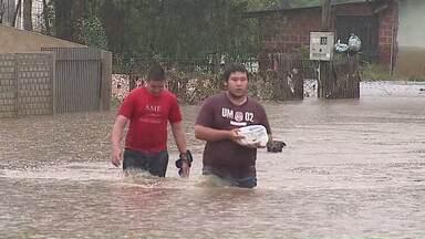 Chuva deixa cidades alagadas - O município mais atingido é Piraí do Sul.