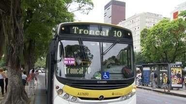 Passageiros ficam perdidos com novas mudanças nas linhas de ônibus - Prefeitura prometeu aumentar o número de pessoas para dar informações.