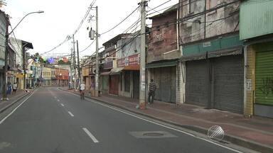 Protesto provoca fechamento de lojas na região da Baixa dos Sapateiros - Grupo se manifestou contra a morte de um menino de 11 anos na área.