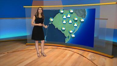 Tempo: previsão é de pancadas de chuva na quarta-feira (13) em várias regiões do RS - Sensação de calor deve permanecer.