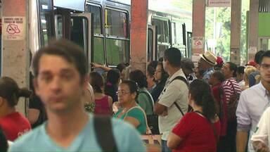 Terminais de Cascavel ficam lotados por causa da falta de ônibus - Greve já dua 5 dias e ainda sem acordo.